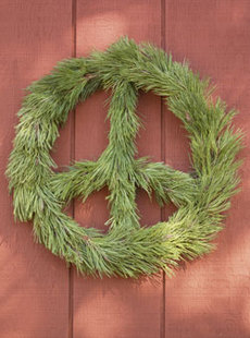 Wintergreen_peacewreath